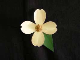 00761B Pin, Soda-can White Dogwood
