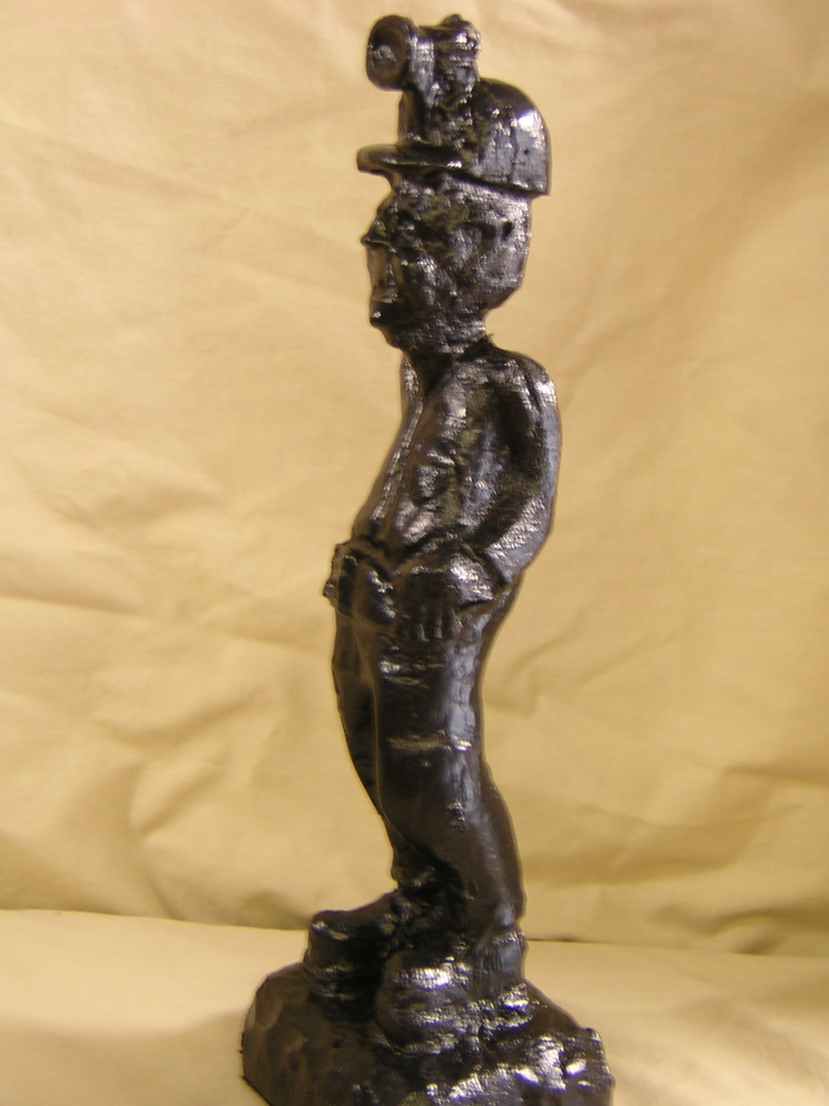 03001B Coal Miner with curved back (coal)