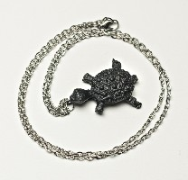 03097B Necklace, Turtle on chain (coal)