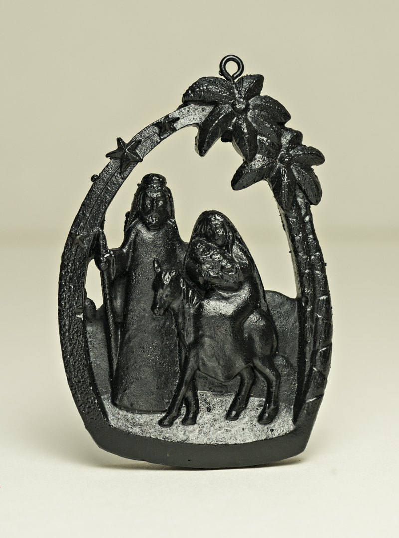 03036V Oval Nativity scene (flight to Egypt), coal ornament
